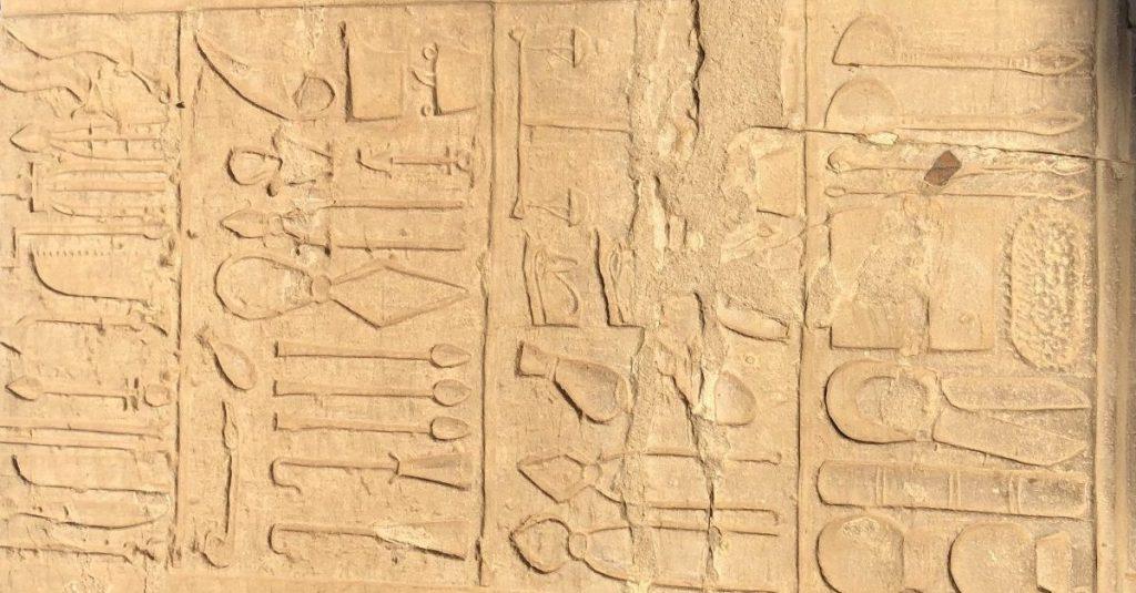 Instrumentos Cirugia Egipto David Martinez Ramos Laura Simon Monterde clinica estetica castellon